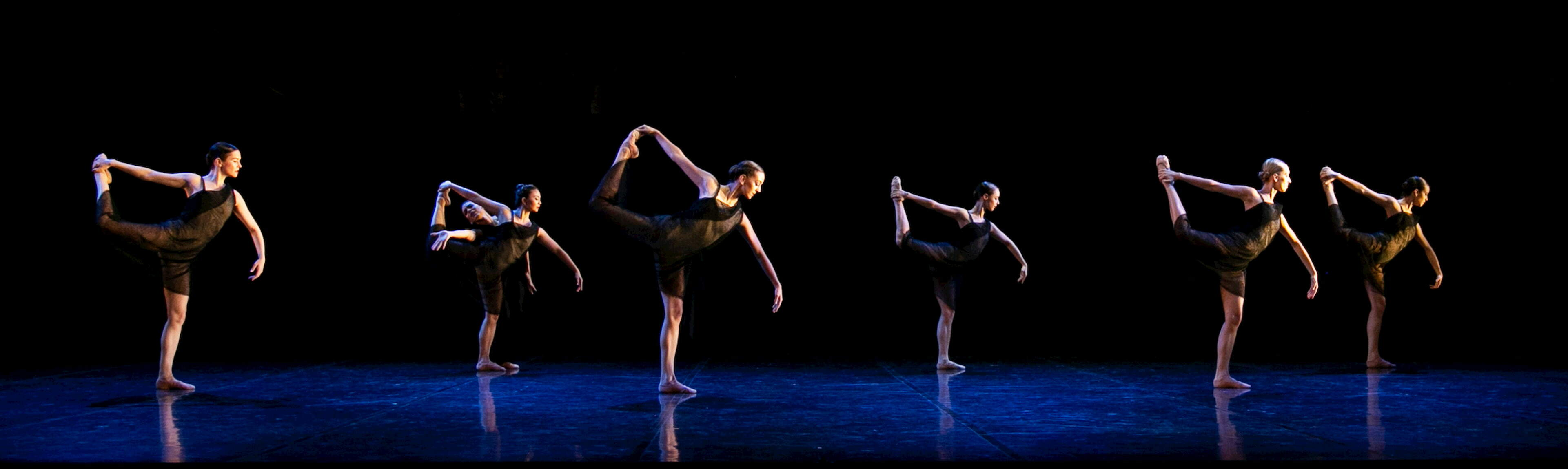 The dancers of West Australian Ballet in Air and Other Invisible Forces. Photo by Sergey Pevnev.